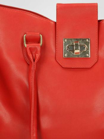 Czerwona torebka city bag z zatrzaskiem                                  zdj.                                  9