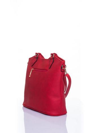 Czerwona torebka fakturowana w pasy                                   zdj.                                  4
