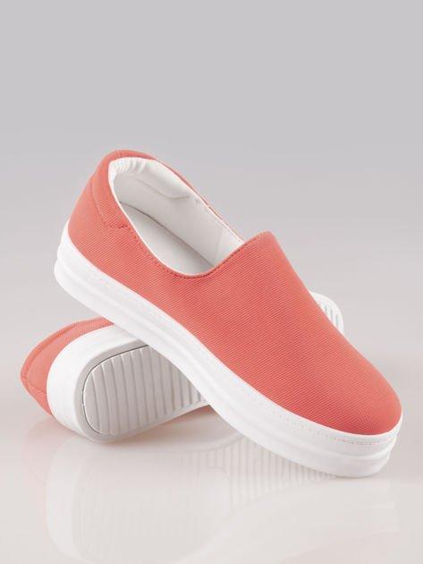 Czerwone buty slip on na wysokiej podeszwie                                  zdj.                                  4