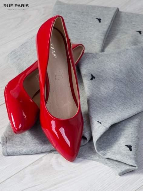 Czerwone lakierowane szpilki Olivia na niskim obcasie                                   zdj.                                  1