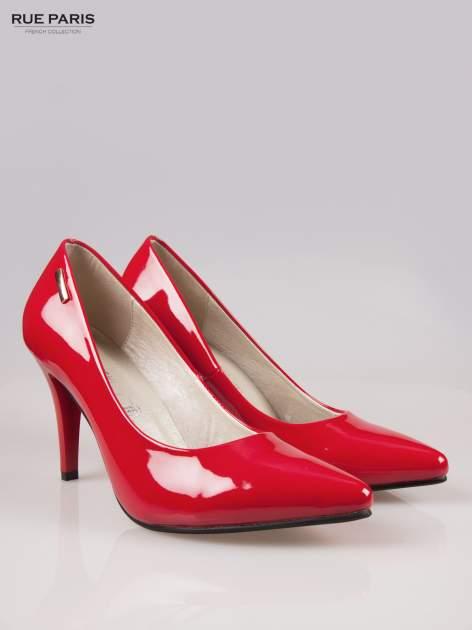 Czerwone lakierowane szpilki ze smukłym noskiem                                  zdj.                                  2