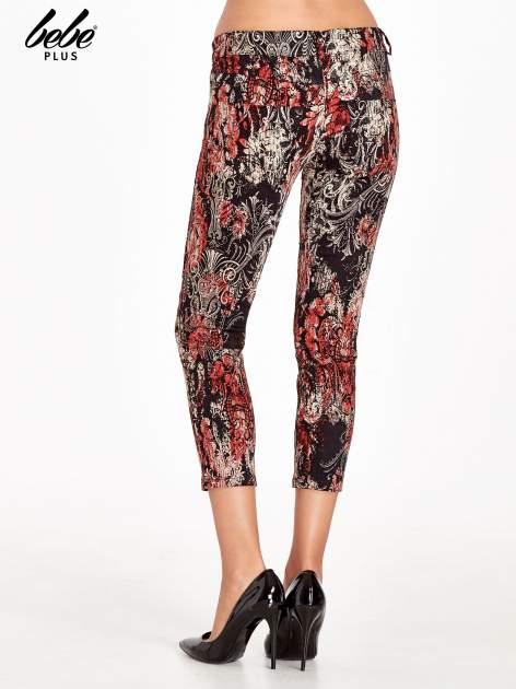 Czerwone spodnie skinny w kwiaty                                  zdj.                                  4