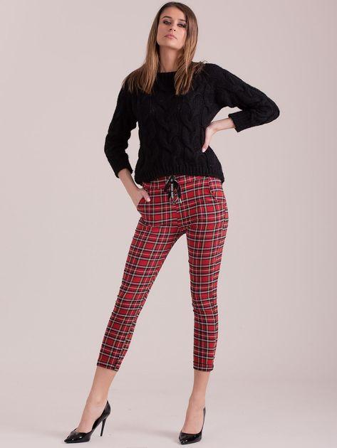 Czerwone spodnie w kratkę                              zdj.                              4