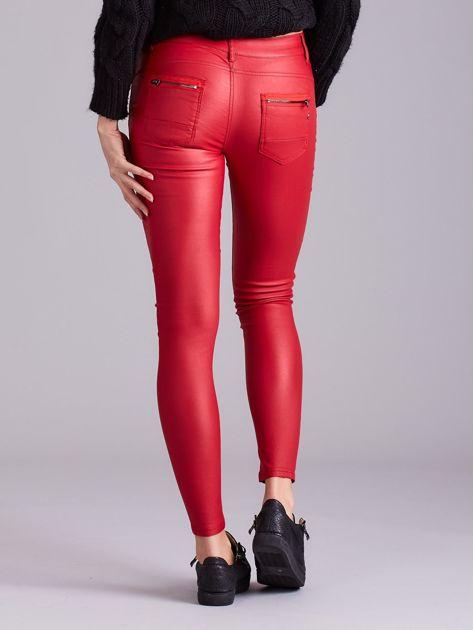 Czerwone woskowane spodnie                               zdj.                              2