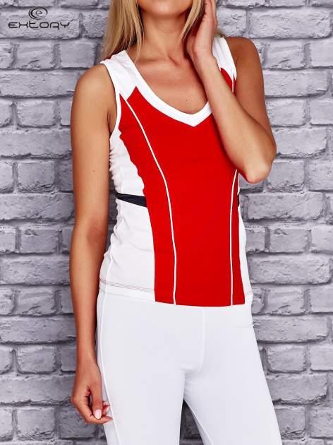 Czerwono-biały damski top sportowy z nadrukiem na plecach                                  zdj.                                  3
