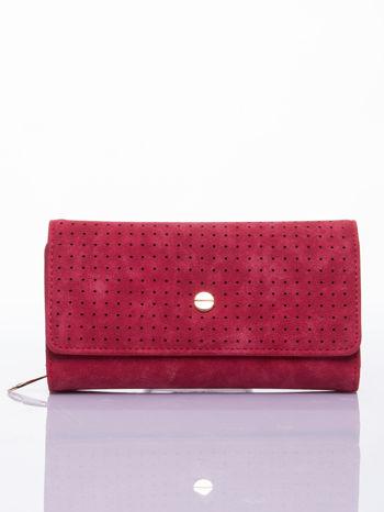 Czerwony ażurowany portfel ze złotym suwakiem