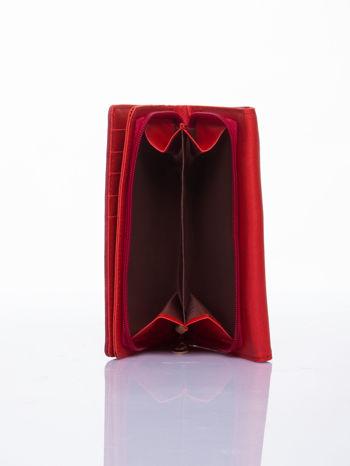 Czerwony ażurowany portfel ze złotym suwakiem                                  zdj.                                  4