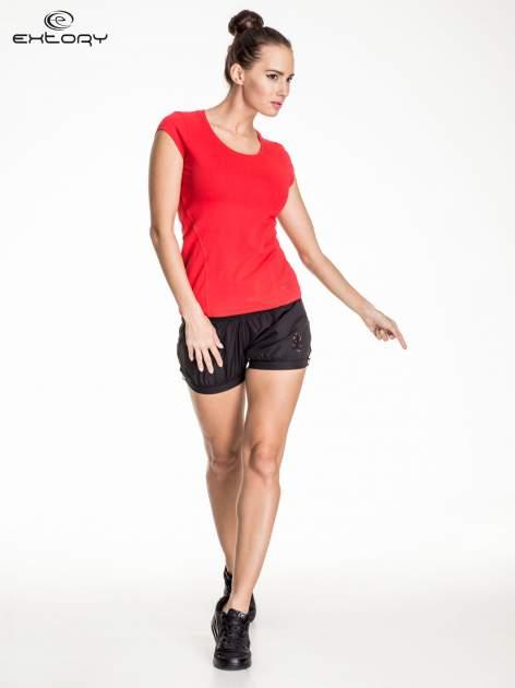 Czerwony damski t-shirt sportowy basic                                  zdj.                                  2
