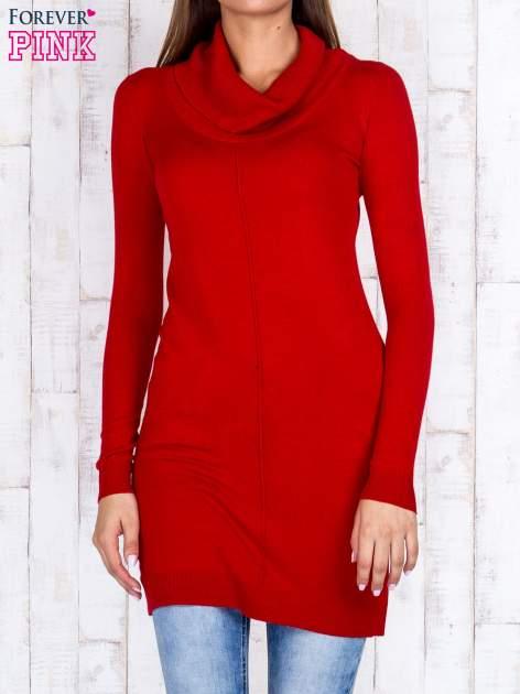 Czerwony długi sweter z golfem i dekoltem w prążki                                  zdj.                                  1