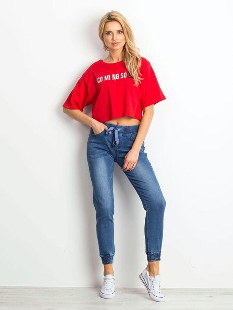 Czerwony krótki t-shirt z napisem                              zdj.                              4
