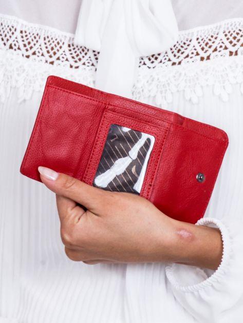 Czerwony lakierowany portfel w motyle                              zdj.                              4