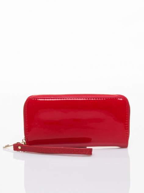 Czerwony lakierowany portfel z rączką                                  zdj.                                  1