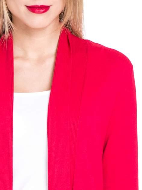 Czerwony otwarty sweter kardigan z prążkowanym kołnierzem                                  zdj.                                  5