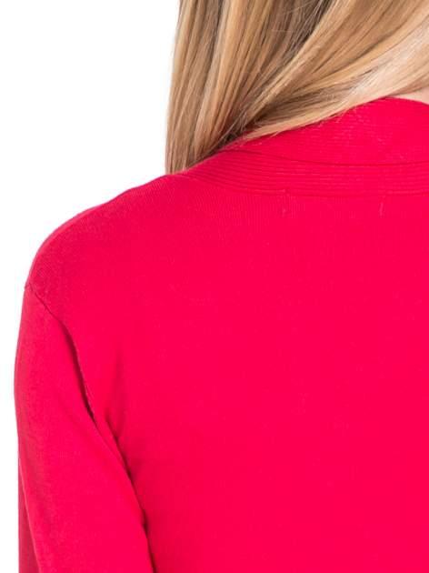 Czerwony otwarty sweter kardigan z prążkowanym kołnierzem                                  zdj.                                  7