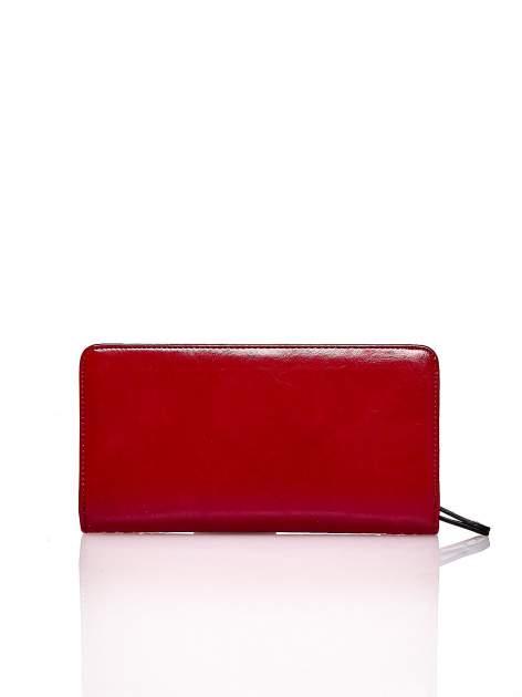Czerwony pikowany portfel z kwiatowym tłoczeniem                                  zdj.                                  2