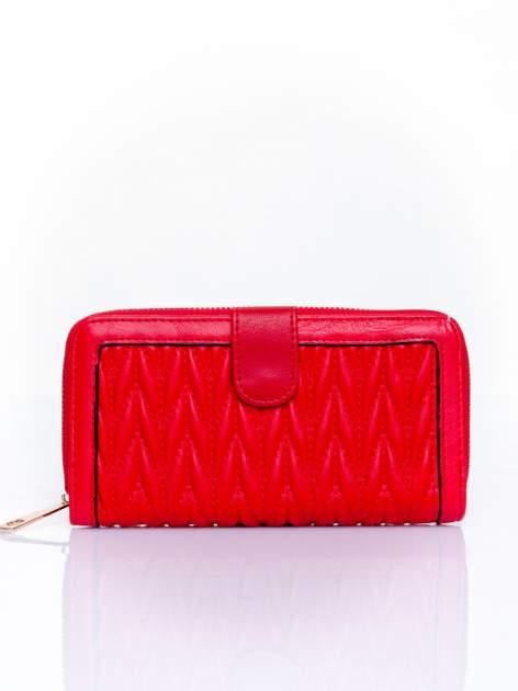 Czerwony pikowany portfel ze złotym suwakiem                                  zdj.                                  1