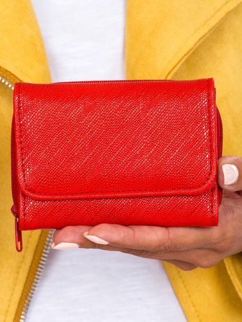 Czerwony portfel damski z ekoskóry z przegródką na suwak
