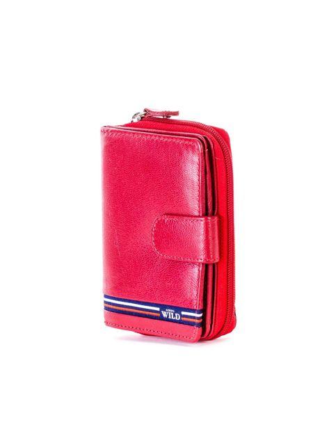 Czerwony portfel skórzany z klapką i zapięciem na suwak                              zdj.                              3