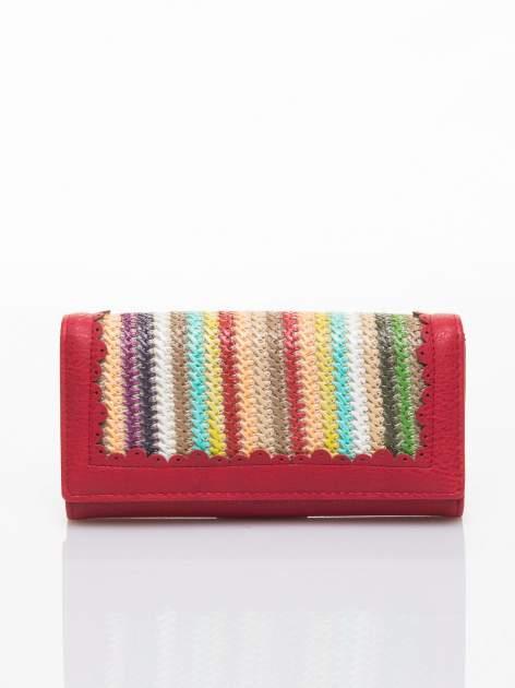Czerwony portfel z ażurowaniem i plecionką                                  zdj.                                  1