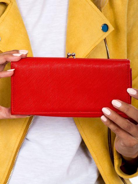 Czerwony portfel ze skóry ekologicznej