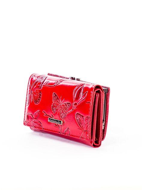 Czerwony portfel ze skóry naturalnej z tłoczonymi motylami                              zdj.                              3