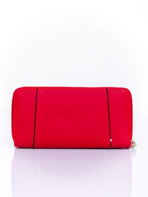 Czerwony portfel ze złoconą klamrą                                  zdj.                                  2