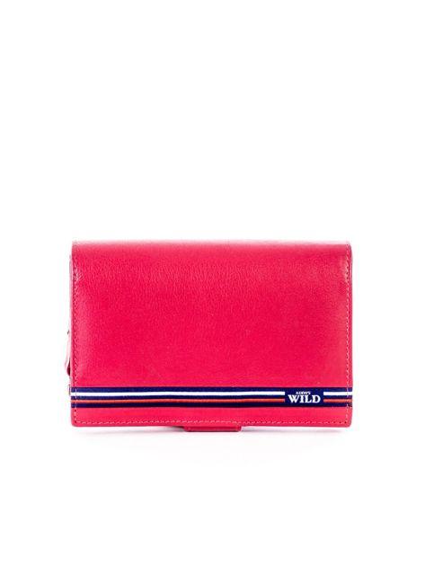 Czerwony skórzany portfel z zapięciem                              zdj.                              1