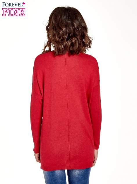 Czerwony sweter V-neck z rozporkami                                  zdj.                                  4