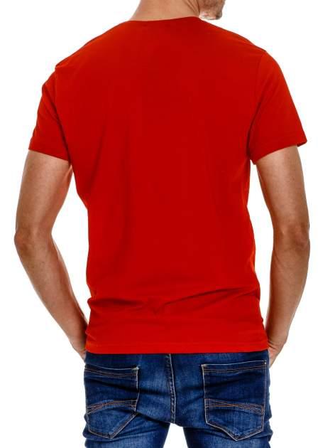 Czerwony t-shirt męski z wyścigowym napisem ROAD RACE                                  zdj.                                  3