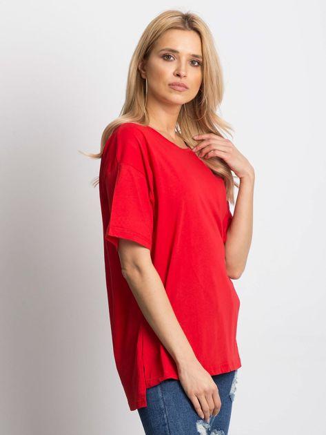 Czerwony t-shirt o luźnym kroju                              zdj.                              4