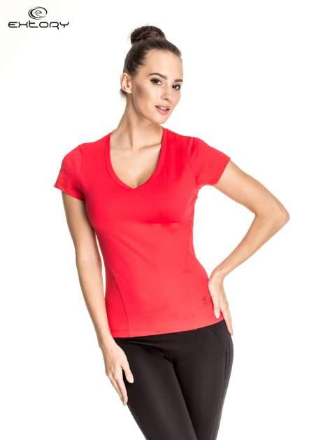 Czerwony t-shirt sportowy z dekoltem V-neck PLUS SIZE                                  zdj.                                  1