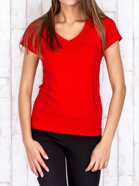 Czerwony t-shirt sportowy z pikowaną wstawką PLUS SIZE                                  zdj.                                  1