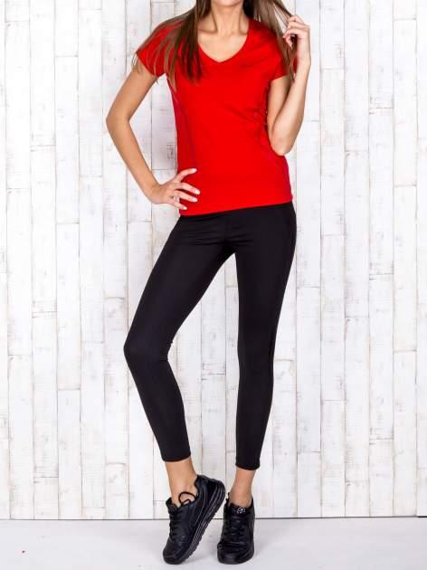 Czerwony t-shirt sportowy z pikowaną wstawką PLUS SIZE                                  zdj.                                  2