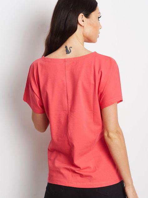 Czerwony t-shirt z cekinowymi ptakami                               zdj.                              2