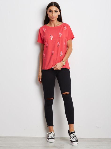 Czerwony t-shirt z cekinowymi ptakami                               zdj.                              4