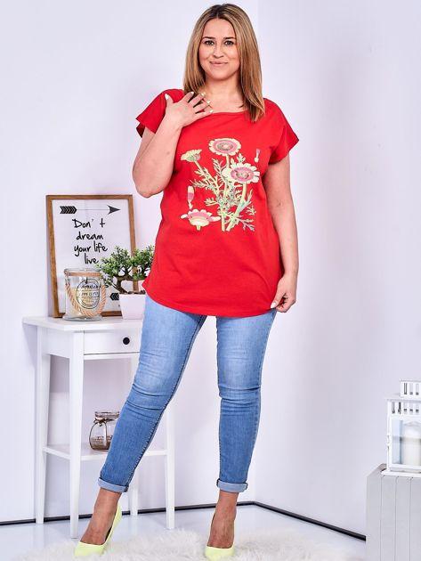 Czerwony t-shirt z kwiatowym printem PLUS SIZE                              zdj.                              4