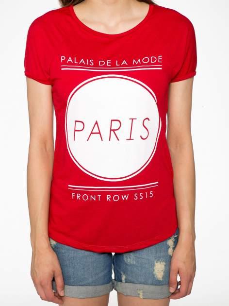 Czerwony t-shirt z nadrukiem PARIS                                  zdj.                                  7