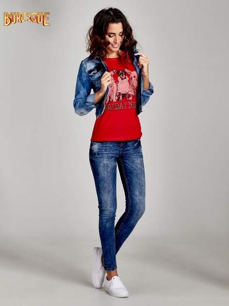 Czerwony t-shirt z nadrukiem szczeniąt                                  zdj.                                  2