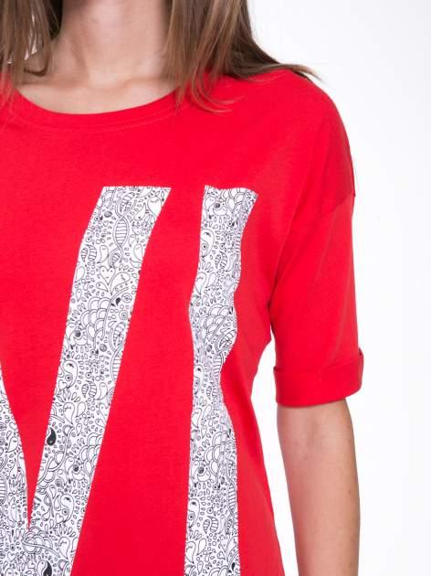 Czerwony t-shirt z nadukiem WIBE z przodu i na plecach                                  zdj.                                  8
