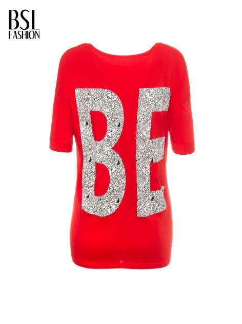 Czerwony t-shirt z nadukiem WIBE z przodu i na plecach                                  zdj.                                  3
