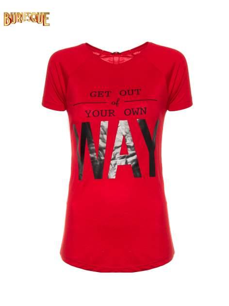Czerwony t-shirt z napisem GET OUT OF YOUR OWN WAY                                  zdj.                                  8