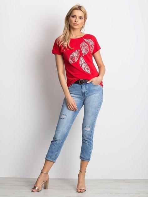 Czerwony t-shirt z roślinnym motywem i perełkami                              zdj.                              4