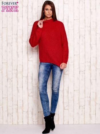 Czerwony włochaty sweter z półgolfem                                  zdj.                                  4