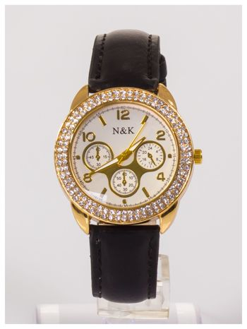 Damski zegarek z cyrkoniami i ozdobnym tachometrem.