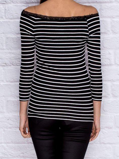 Dopasowana bluzka w paski wykończona koronką czarna