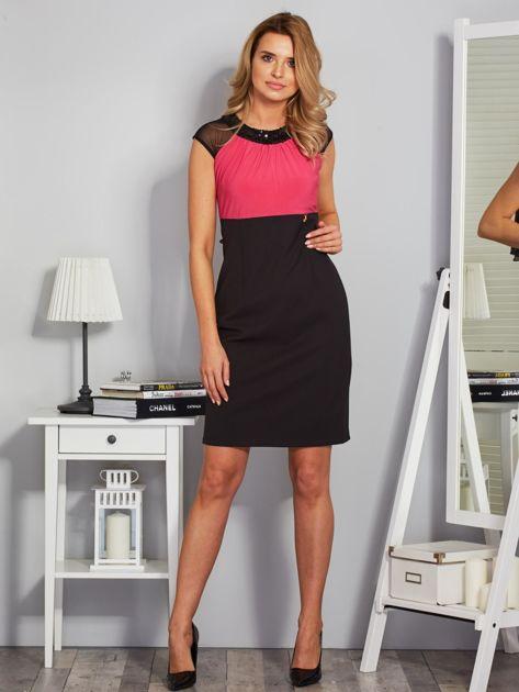 Dopasowana sukienka koktajlowa z szarfą czarno-różowa                                  zdj.                                  4