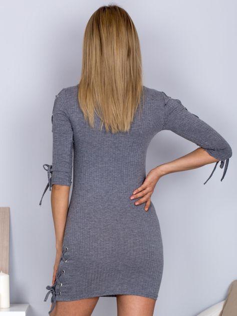 Dopasowana sukienka lace up w szeroki prążek ciemnoszara                              zdj.                              2
