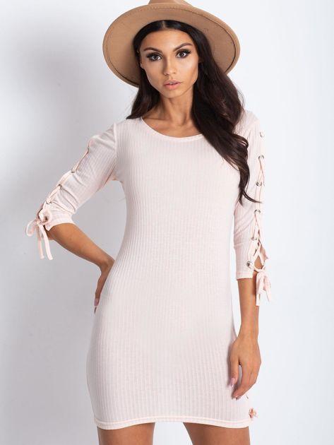 Dopasowana sukienka lace up w szeroki prążek jasnoróżowa                              zdj.                              1