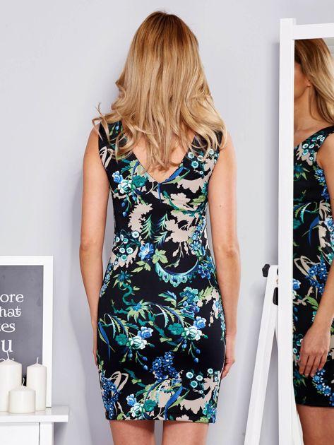 Dopasowana sukienka w ornamentowy deseń czarna                                  zdj.                                  2