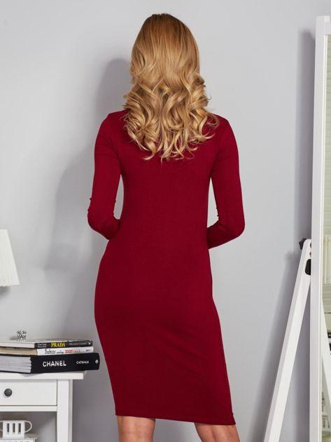 Dopasowana sukienka z chokerem i wiązaniem bordowa                              zdj.                              2